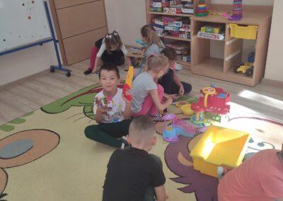 Zabawy w sali przedszkolnej