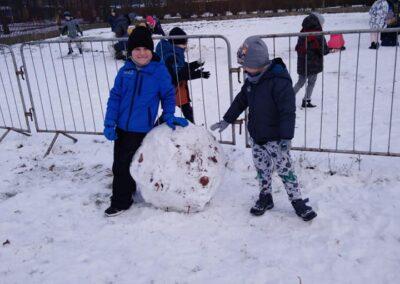 Zimowe zabawy na śniegu